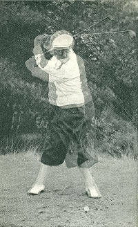 Drag with the left hand at the beginning of the downswing by Bobby Locke. Surimposed images.